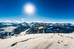 Traumhaftes Bergpanorama bei Sonnenschein (MY ALPENWELT RESORT)