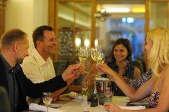 Treffen mit Freunden im Agnes Bernauer Stüberl (Hotel Asam)