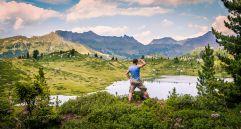 Trekking mit Aussicht auf Bergsee Lagorai Kette (c) StoryTravelers (TVB Valsugana Lagorai)