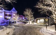 verschneite Hotelanlage (c) Hannes Niederkofler (Peternhof)