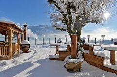 Verschneite Terrasse (Hotel Waldfriede)