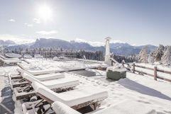 Verschneites Panoramaschwimmbad (Hotel Tann)