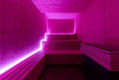 Wärmebank mit Infrarotlicht (c) David Innerhofer (Wanderhotel Gassner)