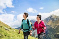 Wanderer erkunden die Hintertuxer Berglandschaft (Hotel Klausnerhof)