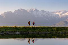 Wanderer mit Bergen im Hintergrund (c) RB Dittrich (Castello Königsleiten)