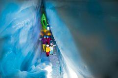 Wandern im Natur Eis Palast im Urlaubsgebiet Tux Finkenberg