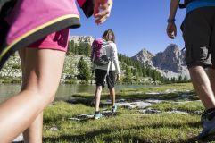 Wandern in der Gruppe im Sommer (c) Alex Filz (Olang)