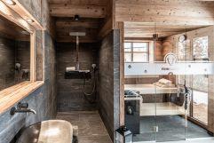 Wellness-Dusche mit eigener Sauna im Chalet (c) ratko-photography (Benglerwald Berg Chaletdorf)
