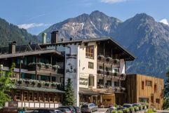 Wellnesshotel Walserhof im Kleinwalsertal im Sommer (c) Aileen Melucci (Wellnesshotel Walserhof - Kleinwalsertal Hotels)