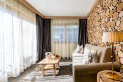 Wellnessuite Rustikal de Luxe mit Fichtenholz im Tiroler Stil (c) Daniel Demichiel (Hotel Sun Valley)