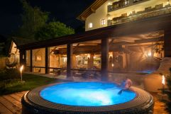 Whirlpool abends (Alphotel Tyrol)