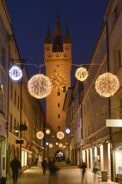 Winterbeleuchtung in der Straubinger Altstadt (c) Foto Bernhard (Hotel Asam)