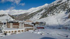 Winterliche Ansicht des Hotels Hochfirst (c) Alexander Maria Lohmann (Alpen-Wellness Resort Hochfirst)