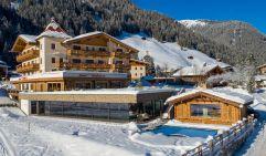 Winterliche Aussenansicht auf das Alpinhotel Berghaus (Alpinhotel Berghaus)