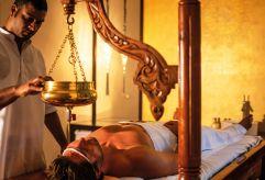 Wohltuende Shirodhara-Behandlung im Hotel Larimar (c) Bernhard-Bergmann