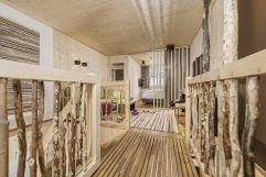 Wohnbereich der Baumhaus-Suite (c) Jan Hanser mood photography (alpina zillertal)
