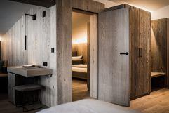 Wohnbereich der Bergbalance Suite (c) Aileen Melucci (Wellnesshotel Walserhof - Kleinwalsertal Hotels)
