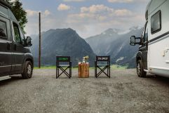 Wohnmobil-Stellplatz mit Blick auf die Berge (c) Wolfgang Scherzer - Verwolf Production (BergBaur)