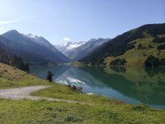 Wunderschöner Seeblick mit Bergen im Hintergrund (c) RB Dittrich (Castello Königsleiten)