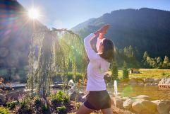 Yoga bei Sonnenschein (c) Michael Huber (Fontis eco farm & suites)