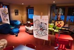 Zeichnungen von Kindern im kids club (c) Dominik Zimmermann (Hotel Zürserhof)