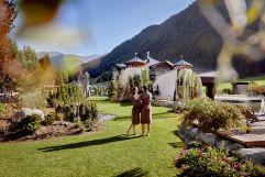Zeit zu zweit im Hotelgarten genießen (c) Michael Huber (Fontis eco farm & suites)