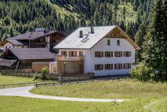 Zollwirt und Zollhaus mit Umgebung im Sommer (Alpengasthof Zollwirt)