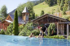 Zweisamkeit am Infinity Outdoor Pool (c) Michael Huber (Hotel Quelle Nature Spa Resort)