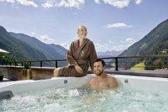 Zweisamkeit im Whirlpool genießen (c) Michael Huber (Hotel Quelle Nature Spa Resort)