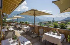 Schöner Sitzplatz auf der Terrasse mit Blick auf die Gondelbahn (Hotel Waldfriede)