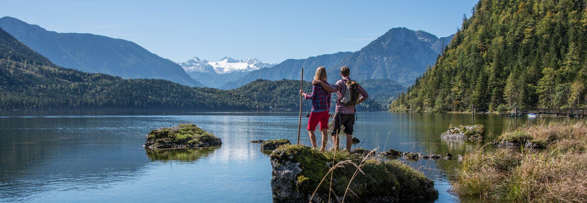 Wandern am Altausseersee beim Alpenhotel Dachstein von den Ruperti Hotels
