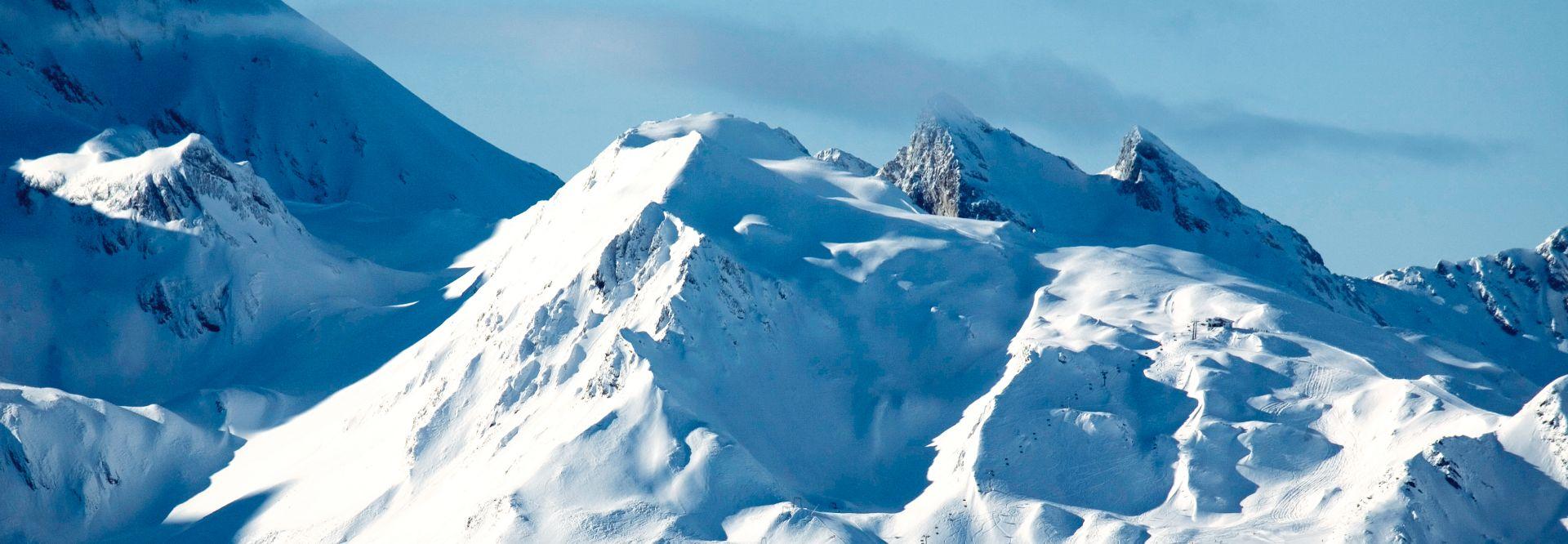 Verschneite Berge im Urlaubsgebiet Tux Finkenberg