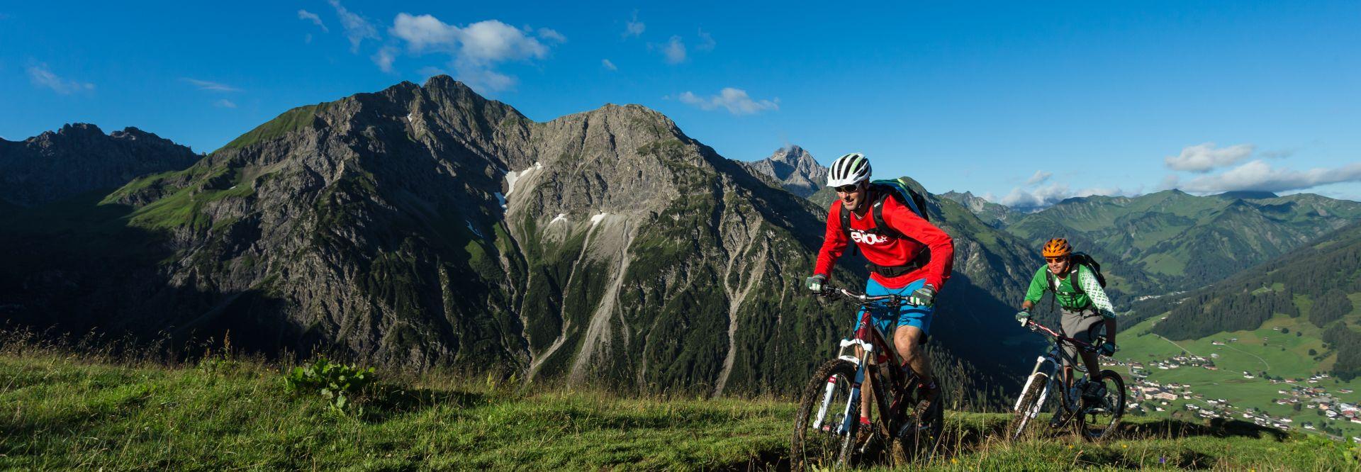 Mountainbiketour im Sommer im Kleinwalsertal (Kleinwalsertal Tourismus eGen)